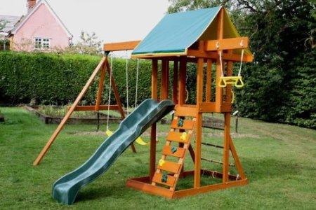 Горка на детской игровой площадке