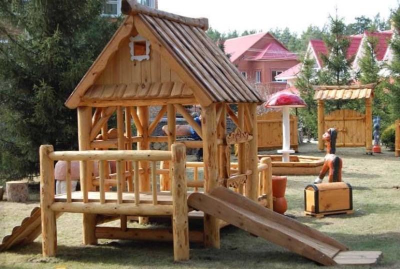 Деревянная игровая площадка для дачи