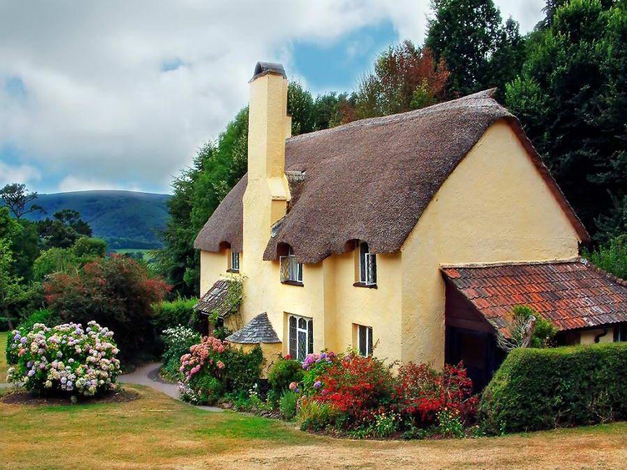Сказочный европейский деревянный дом