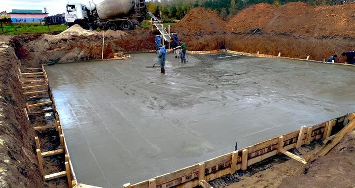 заливка бетона для плиты