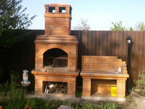 Уличный камин на даче - отдыхаем с семьей