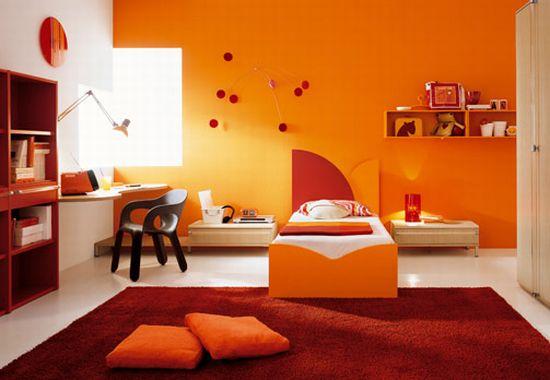 комната в теплых тонах
