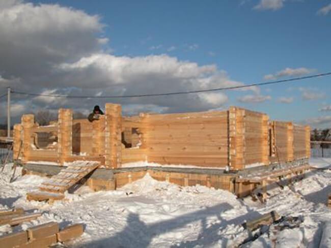 недостатки строительства дома из бруса зимой